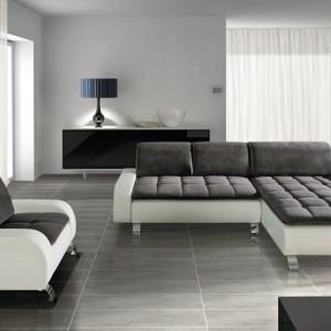 Narożnik Level z funkcją spania i pojemnikiem na pościel. Dodatkowo wbudowane sprężyny faliste zwiększają komfort siedzenia, chromowane nóżki. Dostępny w salonach Agata Meble. Cena: od ok. 3.099 zł, Pres Mebel/Corelli.