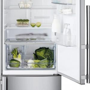 Na przedłużenie świeżości produktów ma wpływ i temperatura, i wilgotność w lodówce. W modelu EN3887AOX  Electrolux zastosowano technologię TwinTech, dzięki której jeden kompresor chłodzi oddzielnie obie komory (utrzymując wilgotność ok. 65-90%, bez osadzania szronu). W wyposażeniu: szuflada Fresh Zone na mięso i ryby, oświetlenie LED, podwieszana półka na butelki. Cena: ok. 4.499 zł, Electrolux.