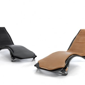 Kolekcja krzeseł firmowana przez samochodową markę Aston Martin Interiors. Fot. Formitalia, www.formitalia.it