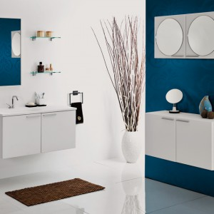 Fronty oraz boki szafek łazienkowych z serii KTS moduł 45 wykonano z płyty MDF do pokrycia której, wykorzystano specjalną, dekoracyjną matową folię. Dostępne w kolorze białym, ciemnoszarym kolorze Lava oraz pokryte folią z rysunkiem drewna. Wycena indywidualna, Antado.
