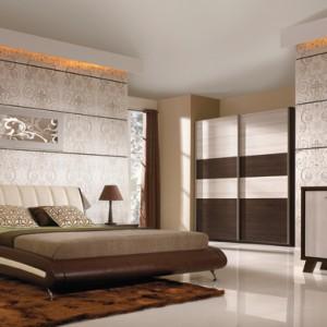 Łóżko z kolekcji Lido dostępne jest w różnych rodzajach tapicerki i różnych jej wybarwieniach. Wygodny zagłówek świetnie się sprawdzi także jako wsparcie pozycji siedzącej. Cena: ok. 1.584 zł (160 cm), Bog Fran.