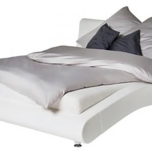 Organiczna forma łóżko Cloud sprawi, że sypialnia nabierze harmonii niemalże w stylu zen. Cena: ok. 8.990 zł (160 cm), Kare Design/Galeria Antresola.