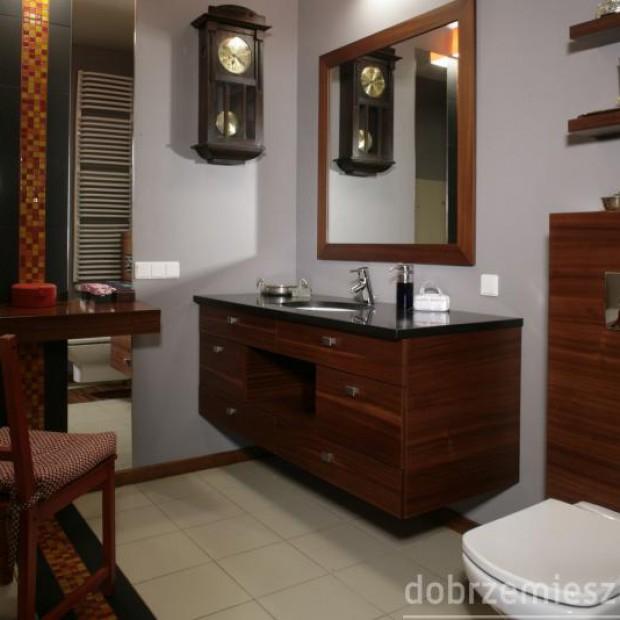 25 łazienek z pomysłowymi szafkami pod umywalkę