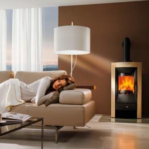 Piec wolno stojący Eco o wyrafinowanym wzornictwie. Zapewnia komfort i przytulne ciepło przez wiele godzin z powodu dużej ilości kamienia posiadającego właściwości kumulacyjne. Wycena indywidualna, Rika/Tapis.pl.