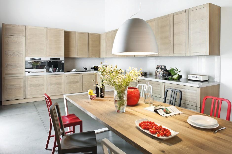Klasyczna kuchnia w Drewniane szafki w kuchni postaw
