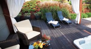 Ogród o niewielkiej powierzchni, przy domu w tzw. szeregówce, może dać wiele przyjemności i możliwości relaksu pod warunkiem, że zostanie niebanalnie zaaranżowany.