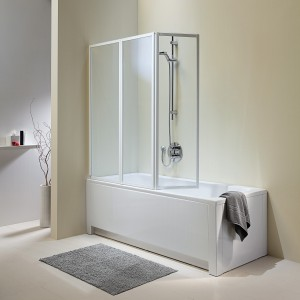 Atol – parawan 3-elementowy; ze szkła hartowanego, białe profile; otwieranie do wewnątrz; montaż z prawej lub lewej strony; 140x140 cm; cena: 1.279 zł, Koło.