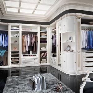 Garderoba Verona to klasyczne formy połączone z delikatnymi zdobieniami. Poszczególne moduły pozwalają na skomponowanie garderoby dostosowanej do naszych potrzeb. Fot. Taranko.