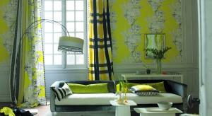 Wzór tapety to wybór istotny, bo wpłynie na odbiór całego wnętrza. Może zdecydujemy się na klasyczne, wdzięczne dekory, motywy minimalistyczne lub – dla odmiany – graficznie rozbuchane? A możemy odkryjemy elementy przekorne lub całkowicie z