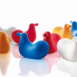 Bujak dla dzieci Dodo (proj. Oiva Toikka) wykonany z przyjaznego w dotyku kolorowego polietylenu. Magis Me Too/Worldsdesign.pl.