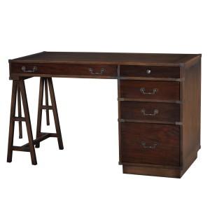 Szykowne biurko prowansalskie z kolekcji John Hancock. Wyposażone jest w pięć szuflad o różnych wielkościach. Mebel ciekawie komponuje się z innymi pozycjami z kolekcji prowansalskiej. Cena: 4.324 zł. Fot. Royal Decor.