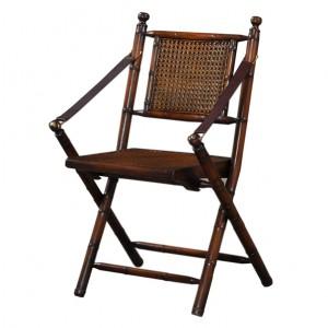 Klasyczne krzesło prowansalskie jest niezwykle wygodne za sprawą ciekawej konstrukcji. Cena: 1.734 zł. Fot. Royal Decor.