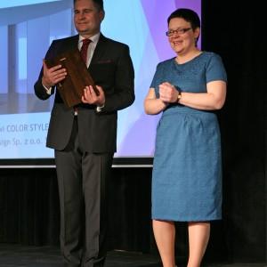 Nagrody wręczali: Lech Gryko, prezes firmy Publikator, wydawca magazynu Dobrze Mieszkaj oraz Justyna Łotowska, redaktor naczelna.