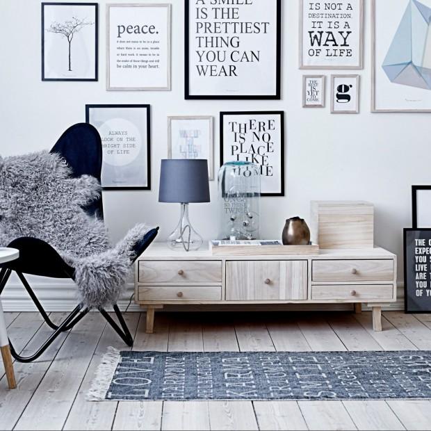 Pomysł na dekorację sypialni: typografia