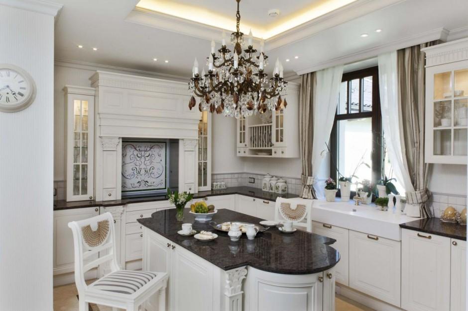 W aranżacji kuchni nagrodzonej realizacji wykorzystano elementy stylu angielskiego. Fot. Manufaktura Wichromski