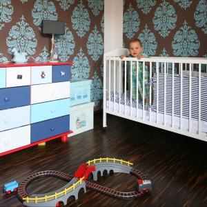 W kąciku niemowlaka sprawdzą się zamykane pojemniki na zabawki czy pieluszki. Fot. Bartosz Jarosz.