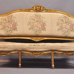 Sofa w stylu rokokowym, I poł. XX w., drewno orzechowe, gipsowane i złocone, Antyk.net.