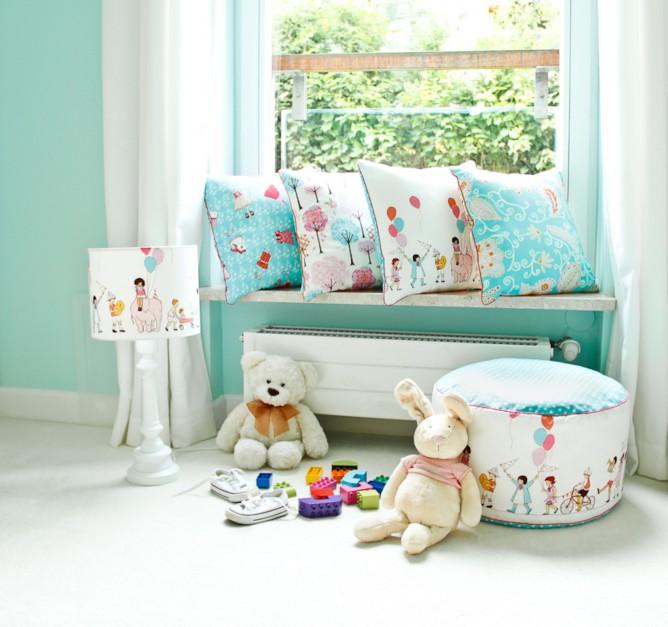 Delikatne poduszki w pastelowych kolorach.  Fot. Lamps&Co.