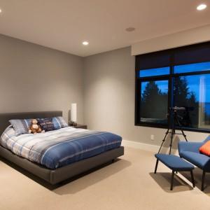 Kolejna sypialnia w minimalistycznym duchu. Fot. Brandon Barre.