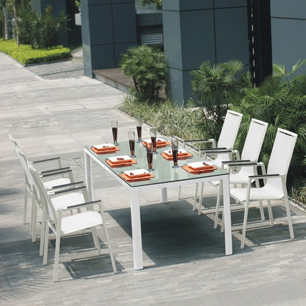 Szklane stoły do ogrodu i na taras