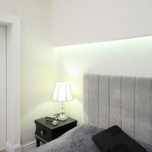 Delikatna lampka nocna,obok podświetlenia LED stanowi dodatkowe, przemyślane oświetlenie. Proj.Malgorzata Galewska. Fot.Bartosz Jarosz.