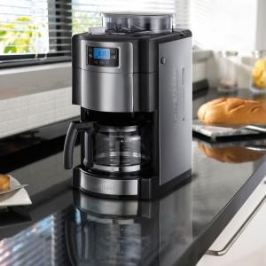 Ekspres Allure z wbudowanym młynkiem mieli kawę bezpośrednio przed jej zaparzeniem. 9-stopniowa regulacja grubości mielenia ziaren. Wyposażony także wregulację siły parzenia. Cyfrowy wyświetlacz LCD z programatorem czasowym. 699 zł, Russell Hobbs.