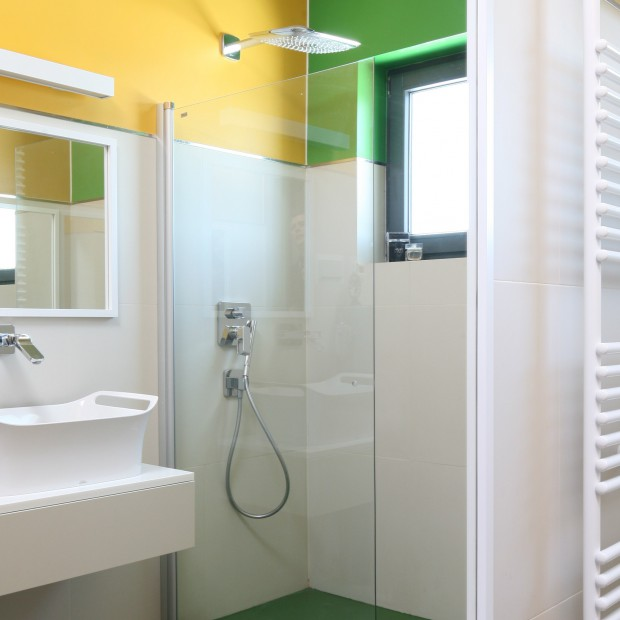 Pomysł na kolorową łazienkę? Pomaluj ściany!