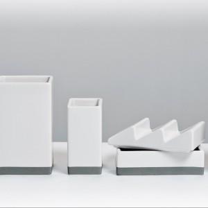 Organizer Desktructure opanuje bałagan na biurku, jak również stanowi ciekawą jego dekorację. Fot. Fabryka Form.