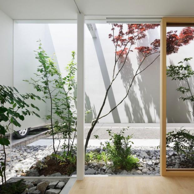 W japońskim stylu: zielony dom w środku miasta