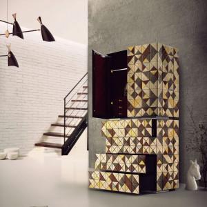Komoda Pixel Anodized, wykończona trójkątami z anodyzowanego aluminium, płatkami srebra i złota, wyposażona w szafkę i 4 szuflady.