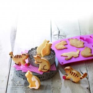 Forma do ciastek i deserów w kształcie kotków, idealna także do pralinek, lodów lub galaretek. Materiał: silikon. 84 zł, Birkmann/Galeria Limonka.