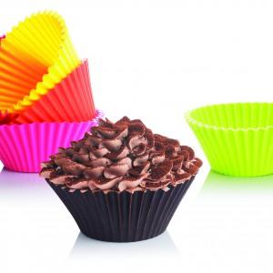 Dwanaście silikonowych foremek Bake n' joy do malutkich muffinów. Wytrzymują temperaturę od -50° do 300°C, można więc używać ich zarówno w piekarniku, jak i w zamrażarce. Można je również myć w zmywarce. 57,90 zł/komplet, Silicone Zone/Fide.