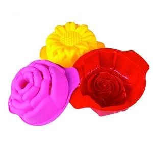 Komplet trzech silikonowych foremek do ciastek np. maślanych, z dżemem lub owocowych. Upieczone w nich ciastko będzie wyglądało jak wiosenny kwiatek. Zakres temperatury: -40°C do +230°C. 59 zł, Pavoni Idea/CzerwonaMaszyna.