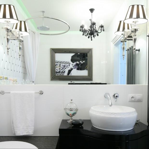 Klasyczna łazienka. Wybierz czerń i biel