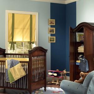 Ciemnobrązowe meble to dość oryginalny pomysł na umeblowanie pokoju małego dziecka. Niemniej wyglądają bardzo elegancko. Fot. Benjamin Moore.