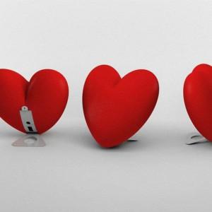 Lampa Love dostępna w wersji stojącej oraz do zawieszenia. Fot. Slide / Dado design.