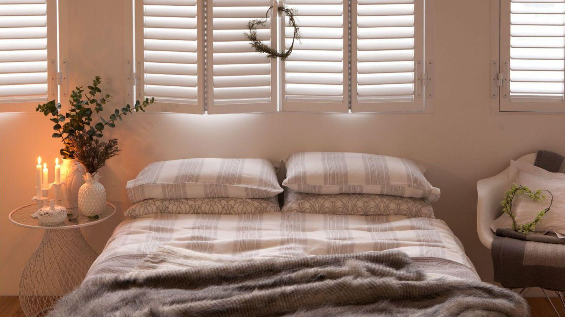 Romantyczna aranżacji sypialni w beżach i szarościach. Fot. Zara Home.