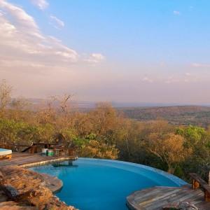 Imponujący widok z posiadłości Leobo na południowoafrykański krajobraz.