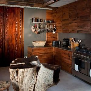 Nowoczesna drewniana kuchnia.