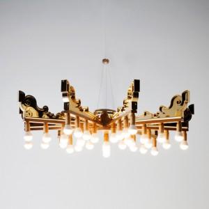 Patricia Urquiola zaprojektowała lampę wiszącą nawiązującą formą do barokowych żyrandoli. Proj.Patricia Urquiola Fot. Kartell.