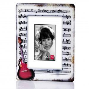 Ramka na zdjęcie dla miłośnika muzyki, albo na zdjęcie muzyka. Sprzedaż: Home&You, cena: 19 zł.