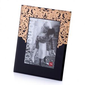 Dekoracyjna ramka ozdobiona motywem roślinnym. Sprzedaż: Home&You, cena: 25 zł.