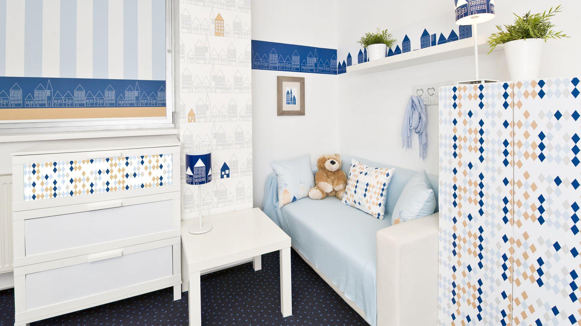 Pokój ozdobiony niebieskimi dekoracjami przypadnie do gustu dziewczynkom i chłopcom. Fot. Lotari.