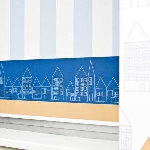Spiczaste dachy i liczne okienka kamieniczek to motyw przewodni kolekcji Zaciszne Miasteczko. Fot. Lotari.