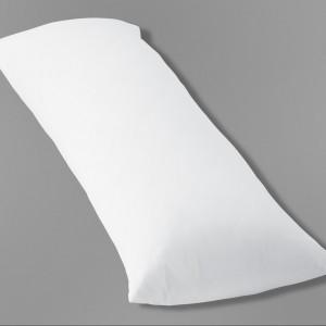 Prostokątna poduszka dla osób śpiących na boku.Wymiary ok 120 cm x 40 cm. Cena 69,95 zł.Fot.Tchibo.