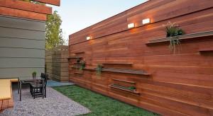 Ogrodzenie to nie tylko zabezpieczenie posesji przed niechcianymi gośćmi. To również ważny element estetyczny dopełniający architekturę budynku i ogrodu.