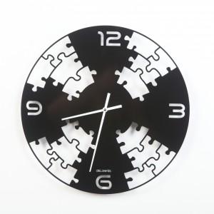Propozycja nie tylko dla miłośniczek popularnych układanek - zegar ścienny Puzzle marki De Lorentis. Cena: ok. 217 zł. sprzedaż: FrankHerbert.pl.