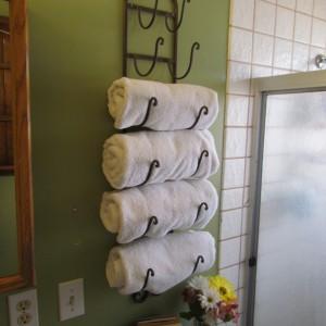 Wieszak umożliwiający rzędowe wieszanie ręczników. Fot. Ranzom.
