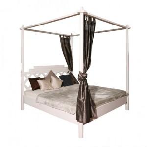 Łóżko Maison Sky to lekka forma wykonana z drewna topoli. Cena od 3.679 zł.Fot.Kare Design / SquareSpace.pl.