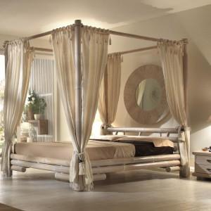 Łóżko Tabanan wykonane z litego bambusa.Baldachim dostępny w kolorze białym i miodowym.Cena od 7.540 zł. Fot.Shamanica.pl.